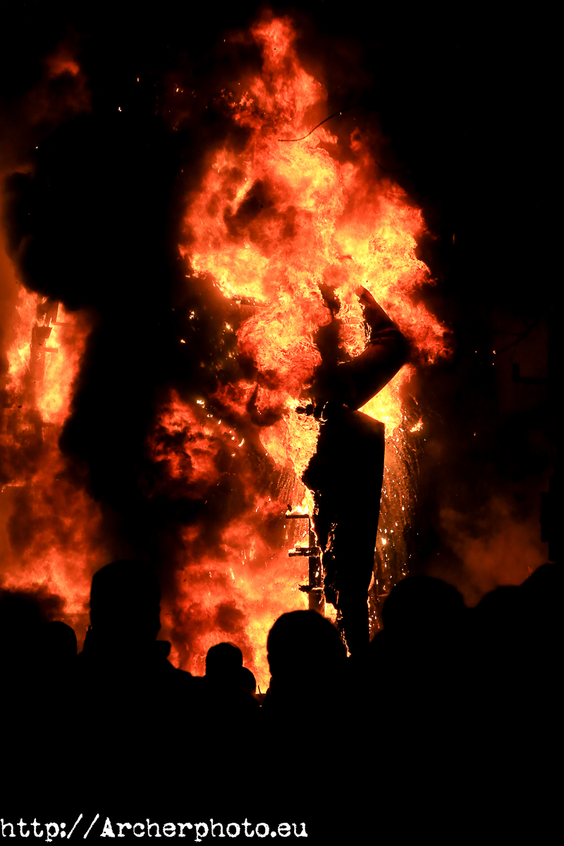 Falla quemándose.
