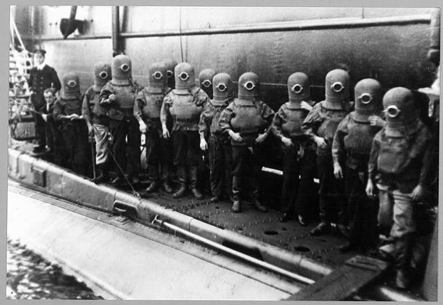 diversroyalnavy1920 Minioms, minions, nazis y buzos