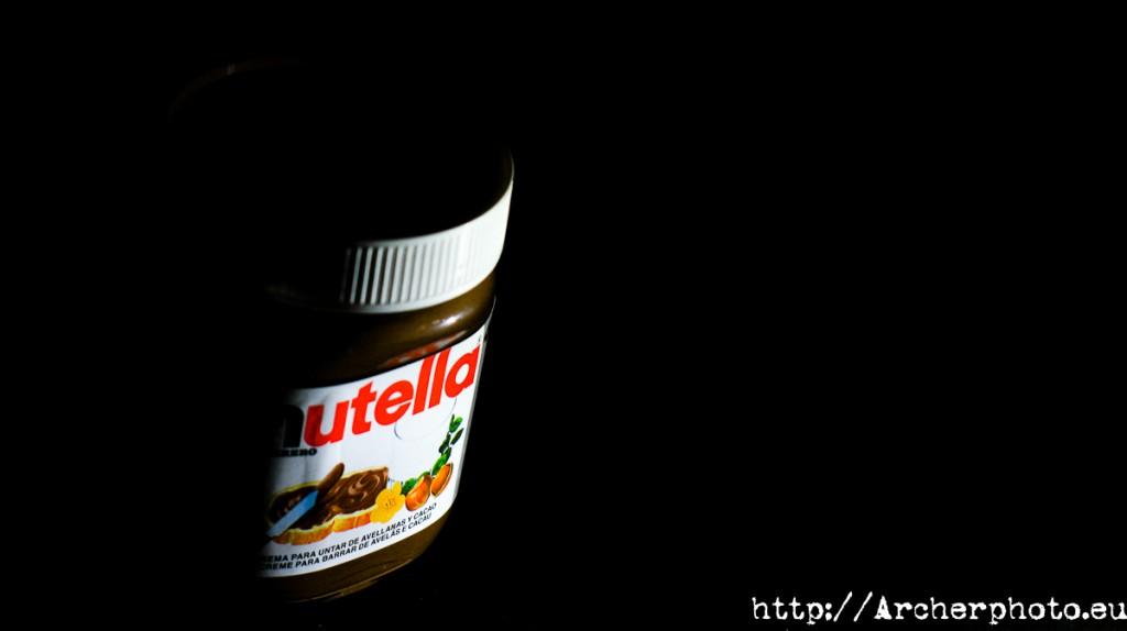 Peligrosísimo bote de Nutella a punto de envenenar a 7000 millones de personas.