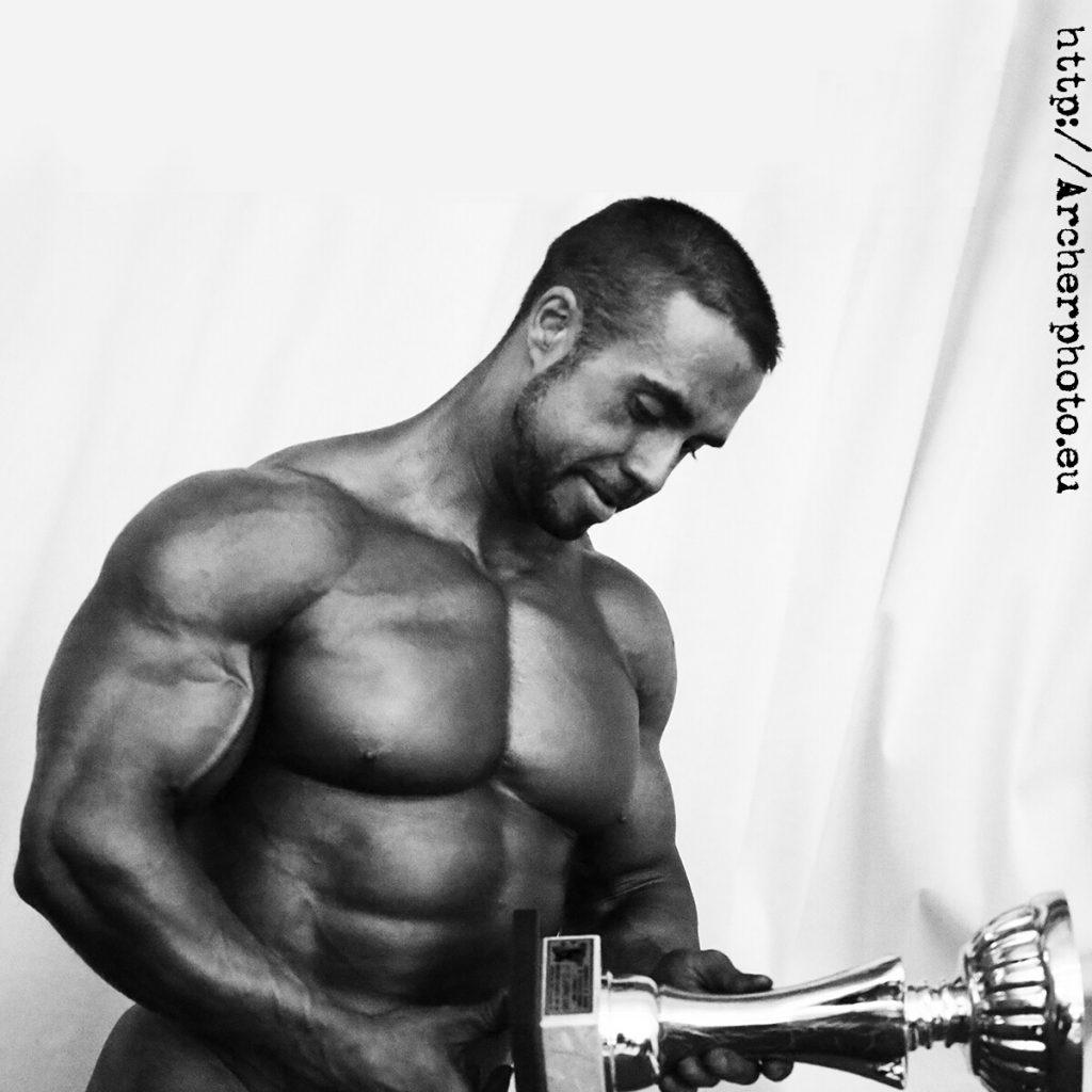 Oropesa 2012, Julio Portet con su trofeo recién conseguido.
