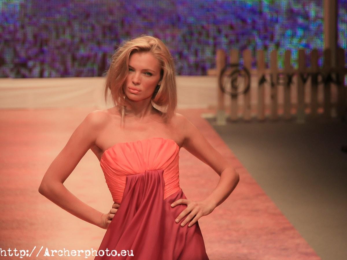 ¿Puedo ser modelo? Fotografía de Esther Cañadas, modelo profesional, por Archerphoto, fotografo en Valencia, España.