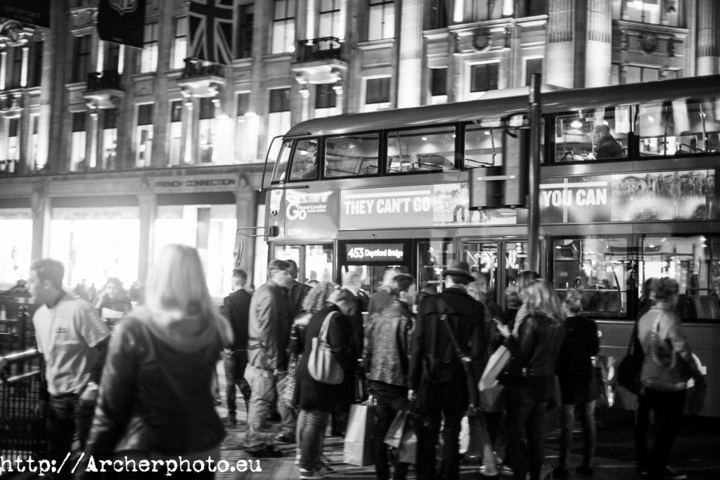 Un poco más de Londres,gente en Londres,autobús