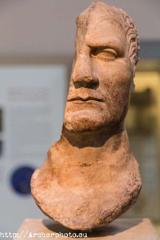 Fotos para Tinder. Busto romano, probablemente representando a Julio César, British Museum, por Archerphoto, fotógrafo profesional.
