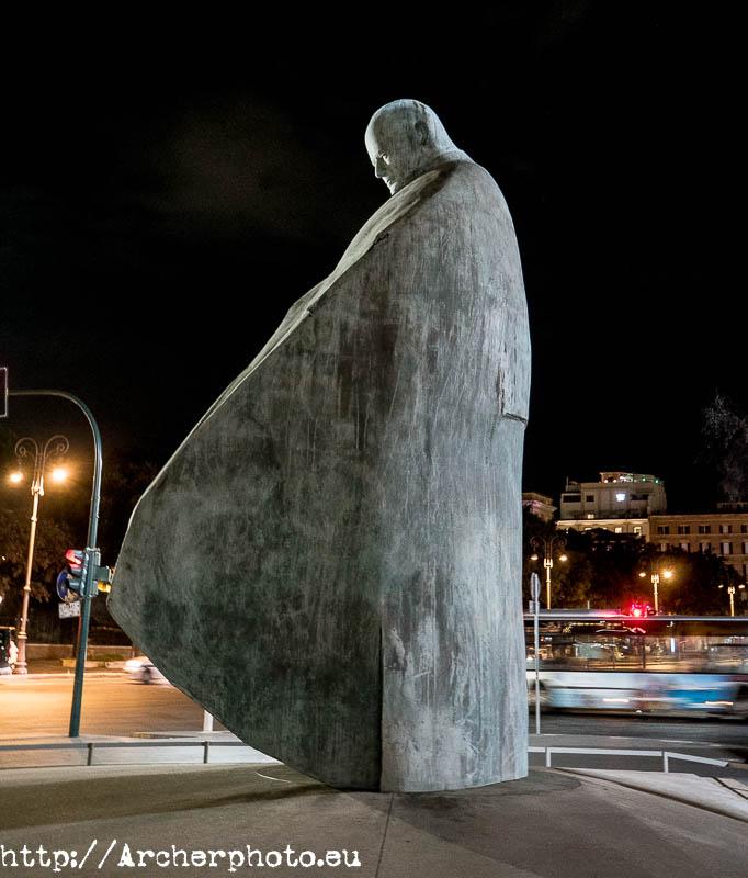 estatua de Juan Pablo II en Roma
