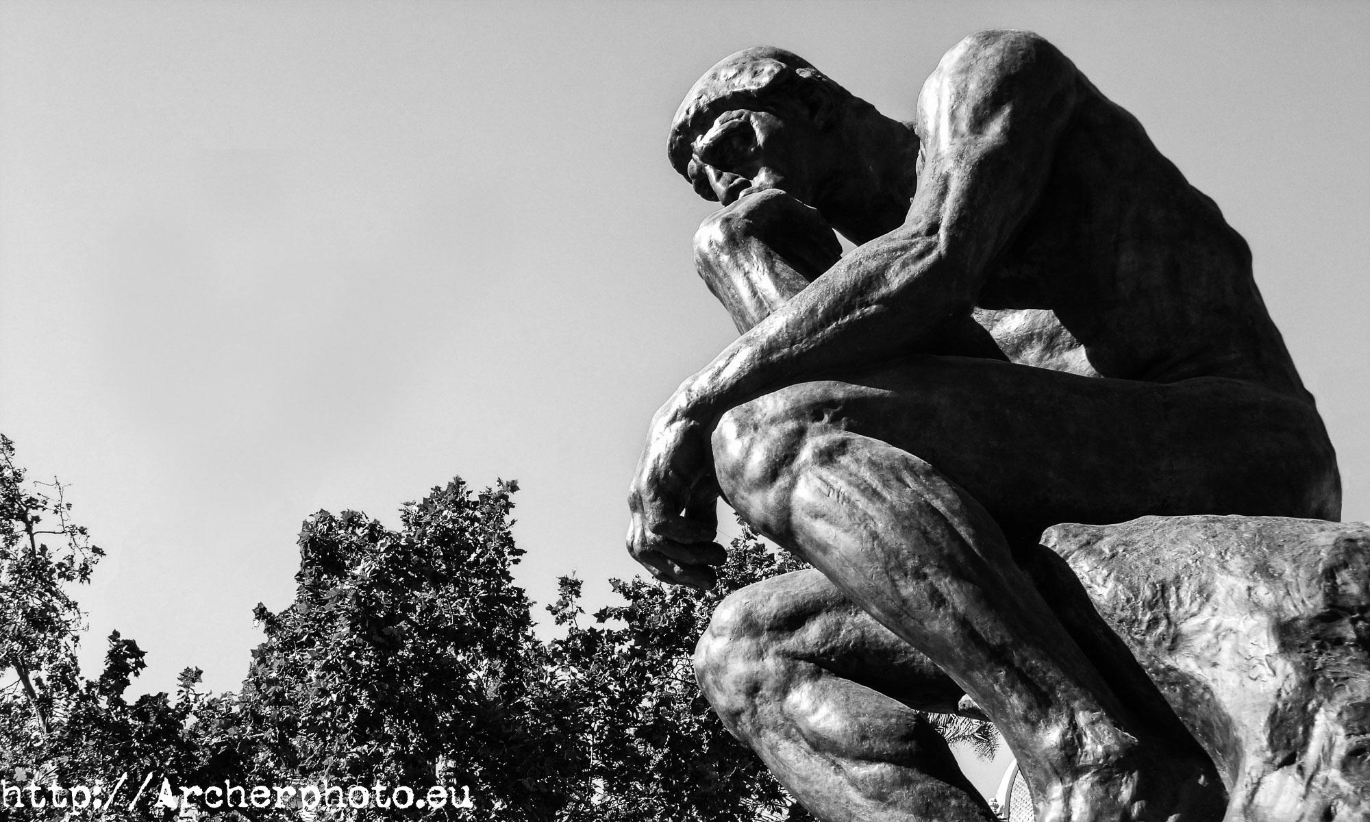 Quora, una red social basada en el conocimiento. Pensador, de Rodin, en Valencia.