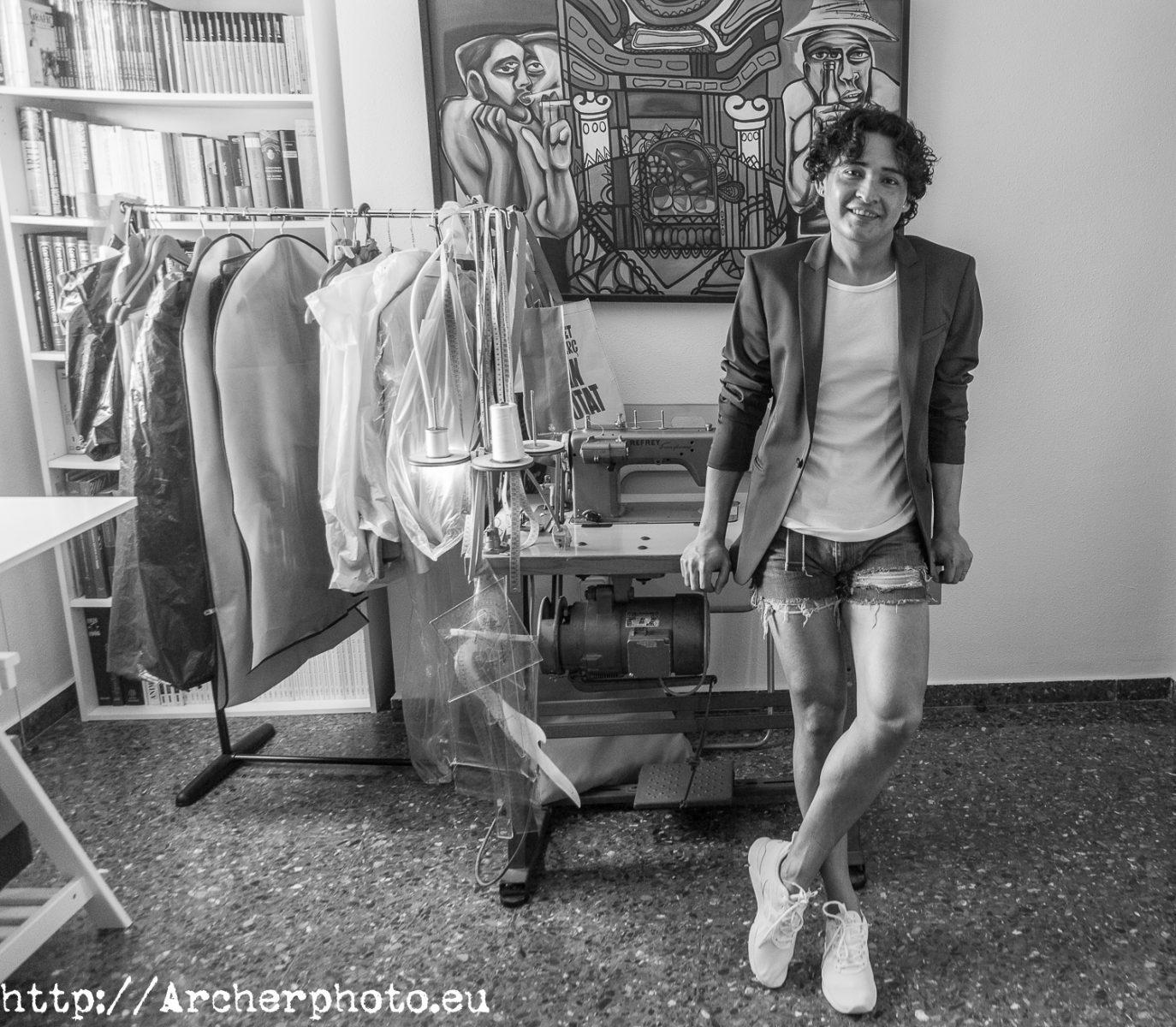 Pier franco en su atelier -  importancia del retrato profesional - fotografo Valencia