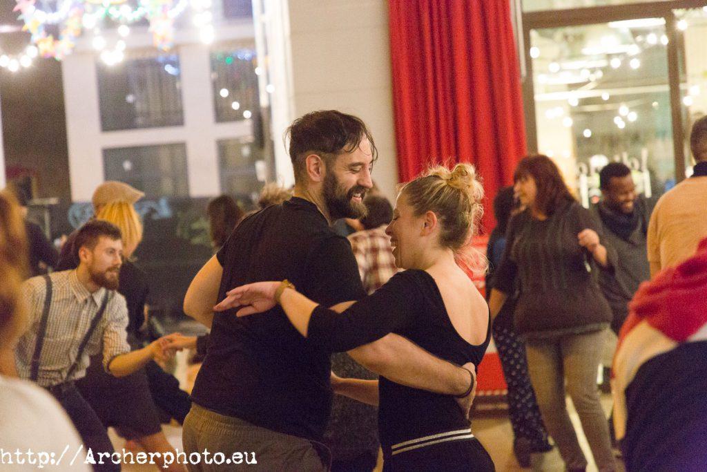 Más gente bailando Lindy Hop en Valencia: 3 de enero de 2019, por Archerphoto, fotógrafo profesional.