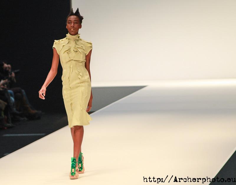 Xime Agu, modelo profesional, desfilando en Valencia