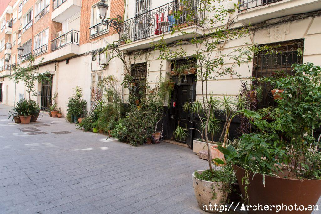 Calle Sornells en el barrio de Ruzafa en Valencia, por Archerphoto.
