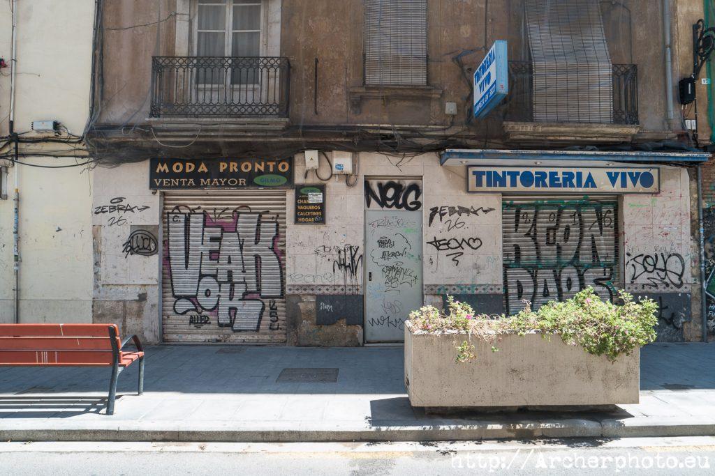 Un fotógrafo por Ruzafa descubre rasgos de degradación urbana.
