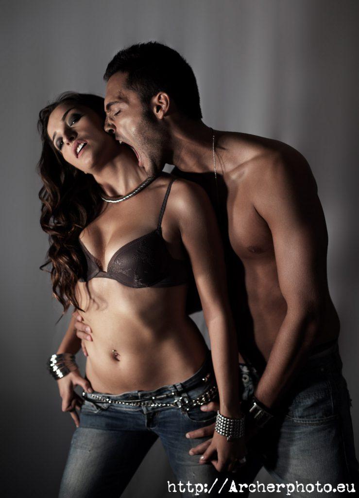 Fotografía de pareja, sesión de estudio, por Archerphoto, fotógrafo en Valencia.