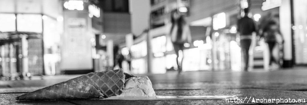 un helado en el suelo en Maguncia, foto de Archerphoto, fotografos Valencia