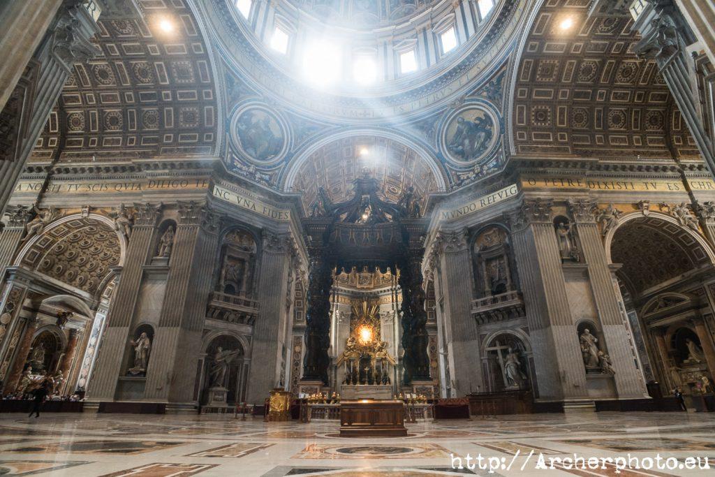 Imagen del Vaticano para ilustrar el artículo identificar si una imagen está libre de derechos de imagen (copyright) para usarla en una publicación