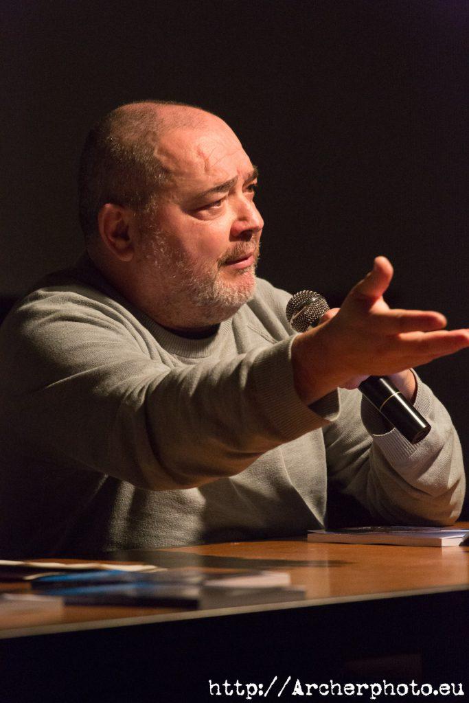 """MacDiego en la presentación de """"Con vistas al mal"""" de Ángel Pontones en València."""