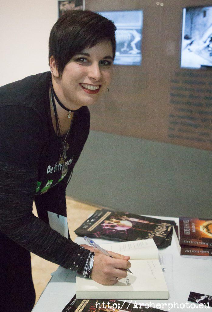 """Marta Edda Laiz, en una foto para el post """"cómo ayudar a tus autores favoritos"""" de Sergi Albir"""